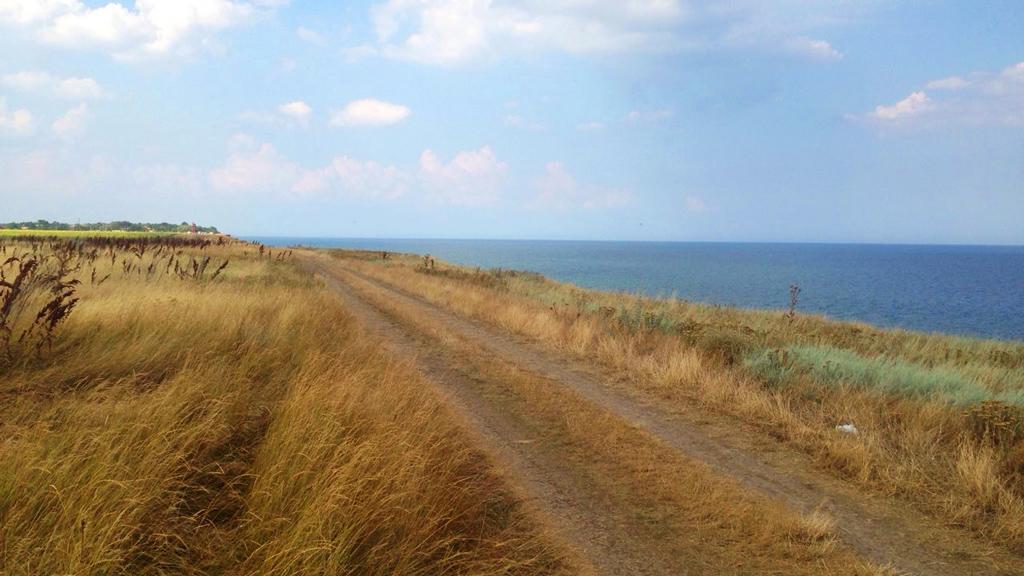 Дорога на краю обрыва, где в дальнейшем и расположусь
